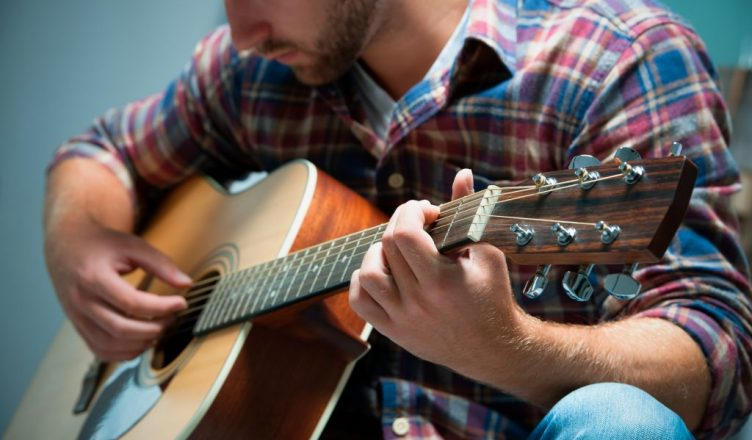 10 Tips To Learn How to Play the Guitar with Good Technique